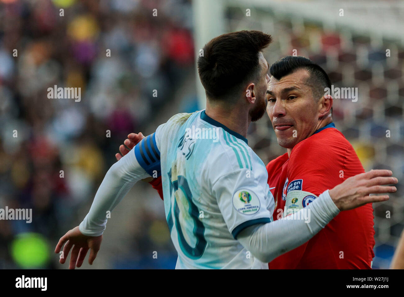 6th July 2019, Arena Corinthians Stadium, Sao Paulo, Brazil; Copa America international football, 3rd-4th playoff final, Argentina versus Chile; Lionel Messi of Argentina and Gary Medel of Chile get into a head butting argument which saw them both sent off with red cards in the 37th minute - Stock Image