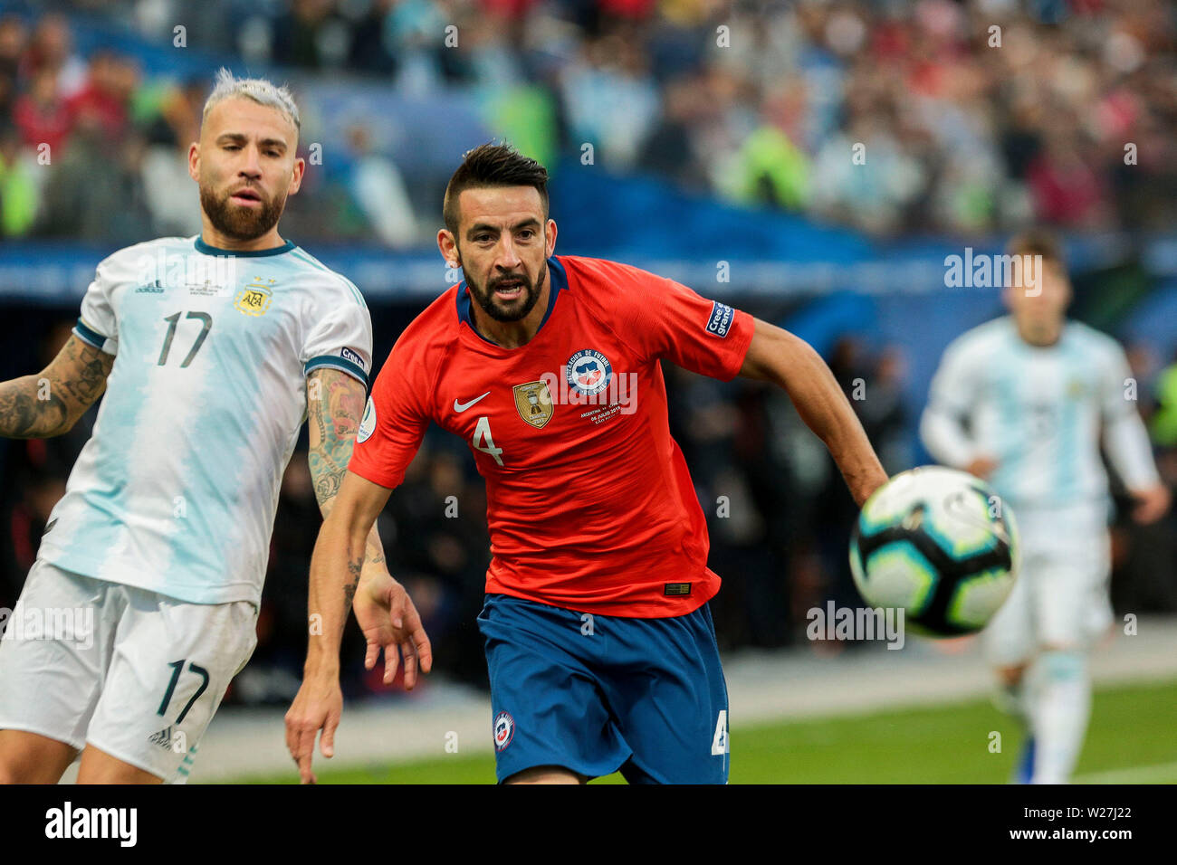 6th July 2019, Arena Corinthians Stadium, Sao Paulo, Brazil; Copa America international football, 3rd-4th playoff final, Argentina versus Chile; Nicolás Otamendi of Argentina outpaced by Mauricio Isla of Chile - Stock Image