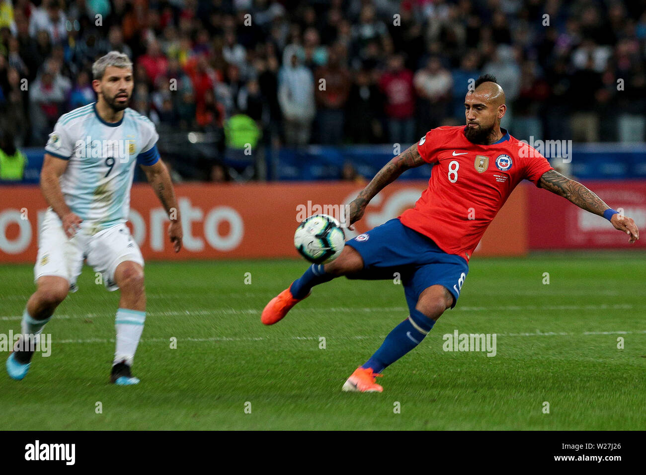6th July 2019, Arena Corinthians Stadium, Sao Paulo, Brazil; Copa America international football, 3rd-4th playoff final, Argentina versus Chile; Arturo Vidal of Chile gets his shot towards goal in the 2nd half - Stock Image