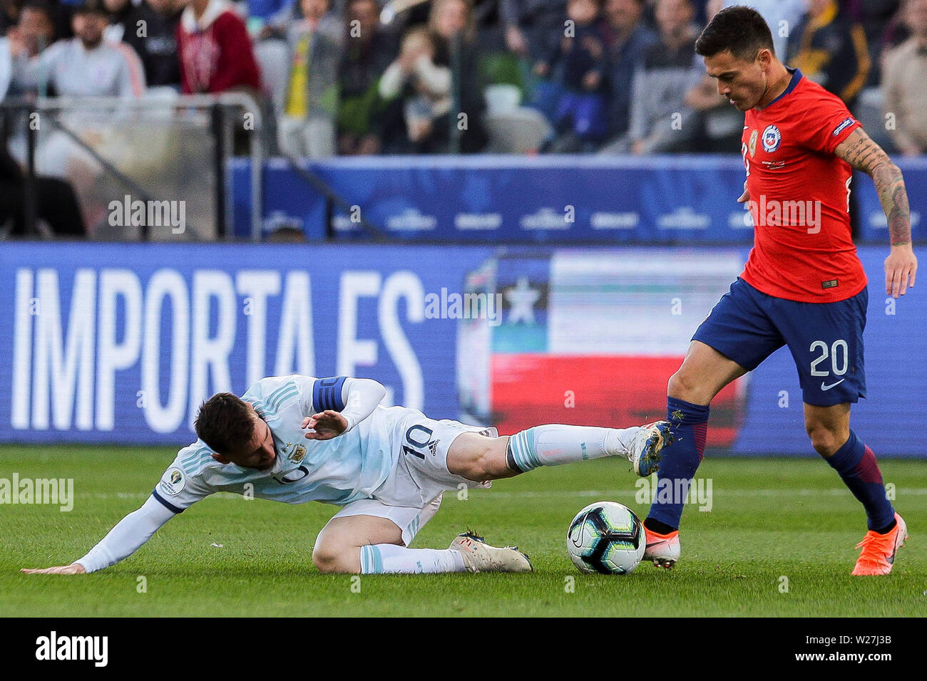 6th July 2019, Arena Corinthians Stadium, Sao Paulo, Brazil; Copa America international football, 3rd-4th playoff final, Argentina versus Chile; Lionel Messi of Argentina brought down by Charles Aránguiz of Chile Stock Photo