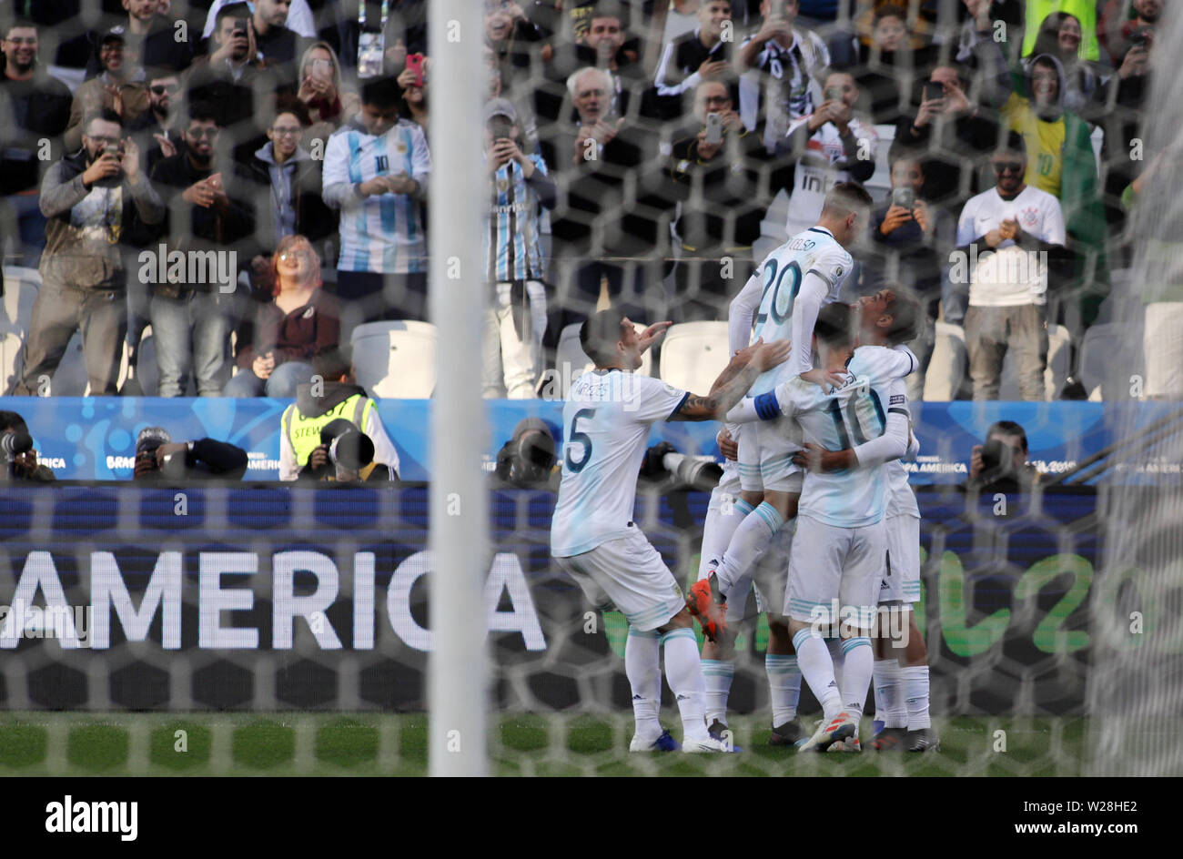 Sao Paulo, Brazil. 6th July, 2019. Argentina's players celebrate scoring during the 3rd place match of Copa America 2019 between Argentina and Chile in Sao Paulo, Brazil, July 6, 2019. Credit: Rahel Patrasso/Xinhua/Alamy Live News - Stock Image