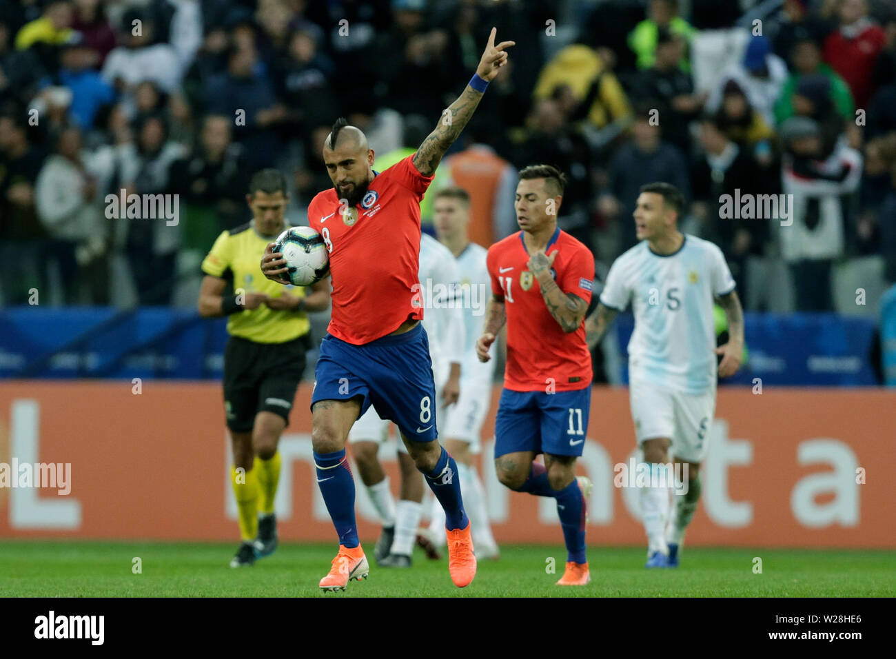 Sao Paulo, Brazil. 6th July, 2019. Chile's Arturo Vidal (front) celebrates after scoring during the 3rd place match of Copa America 2019 between Argentina and Chile in Sao Paulo, Brazil, July 6, 2019. Credit: Francisco Canedo/Xinhua/Alamy Live News - Stock Image