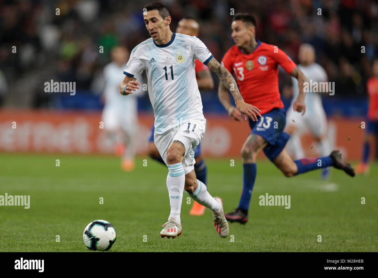 Sao Paulo, Brazil. 6th July, 2019. Argentina's Angel Di Maria (front) competes during the 3rd place match of Copa America 2019 between Argentina and Chile in Sao Paulo, Brazil, July 6, 2019. Credit: Francisco Canedo/Xinhua/Alamy Live News - Stock Image