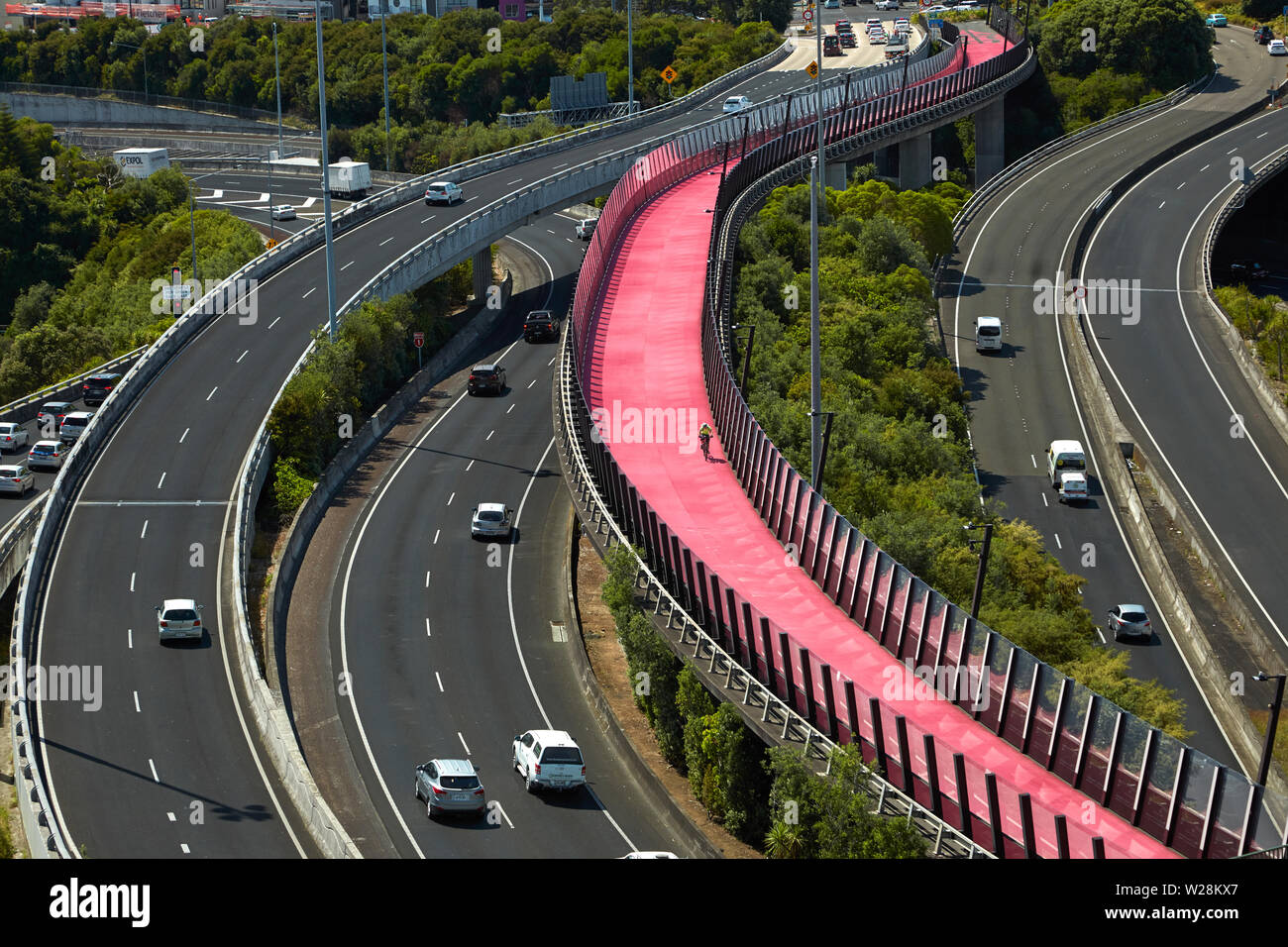 Commuters on motorways, and Lightpath cycleway, Auckland, North Island, New Zealand - Stock Image
