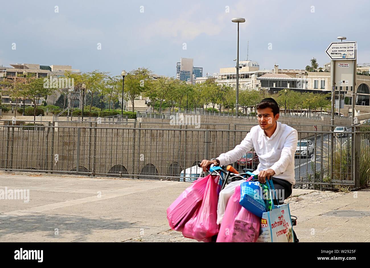 JERUSALEM, ISRAEL - SEPTEMBER 20, 2017: Unidentified boy on the bicycle on the street of Jerusalem - Stock Image