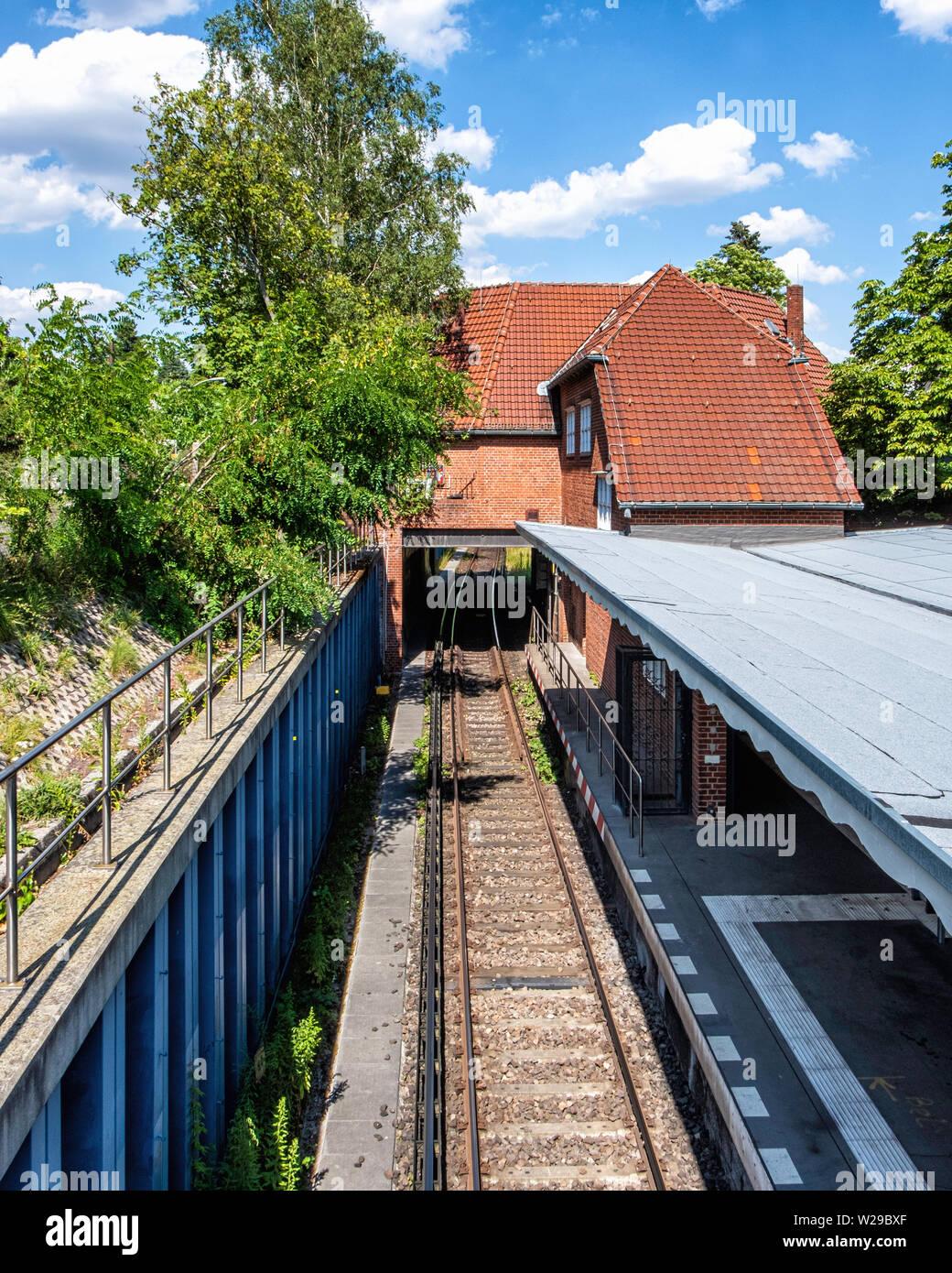 Freie Universität Thielplatz U-bahn underground railway station serves U3 line. Platform & rail tracks. - Stock Image