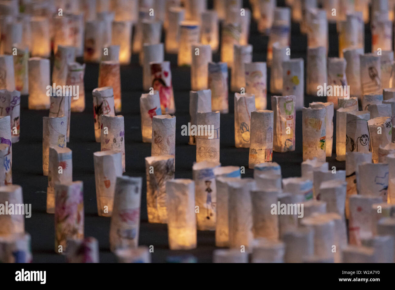 Tokyo, Japan. 7th July, 2019. Lanterns are on display as part of the Tanabata festival at Zojoji Temple. Every year, people write their wishes on colorful papers (Tanzaku) to hang it on bamboo branches as a tradition of the Tanabata Festival. The annual celebration commemorates the legend of two lovers separated by the Milky Way who only meet once a year on the seventh day of the seventh month. The festival has been held since the Edo era. Credit: Rodrigo Reyes Marin/ZUMA Wire/Alamy Live News - Stock Image
