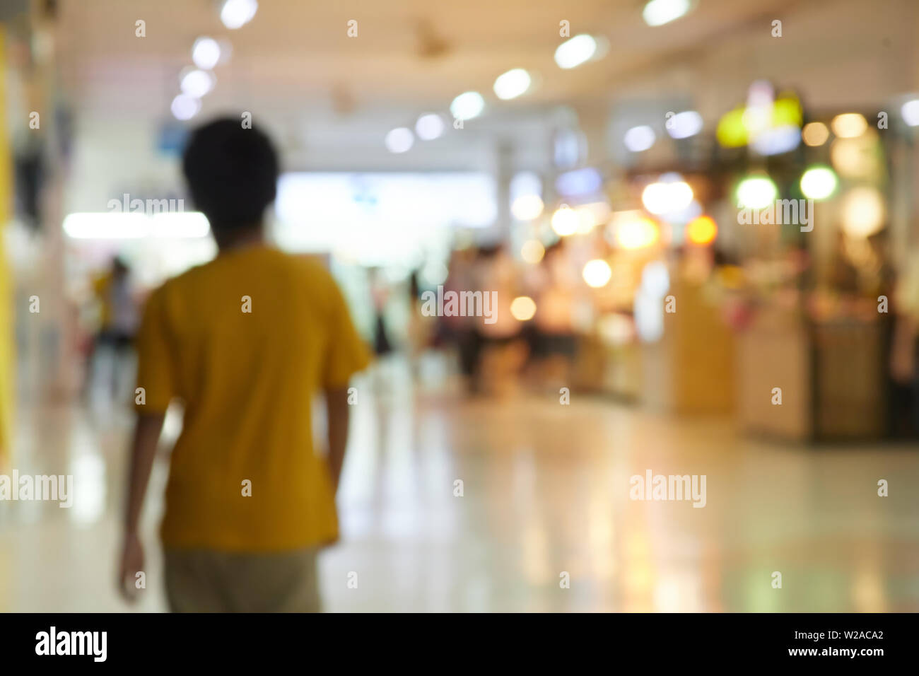 Blurry scene of people in department store - Stock Image
