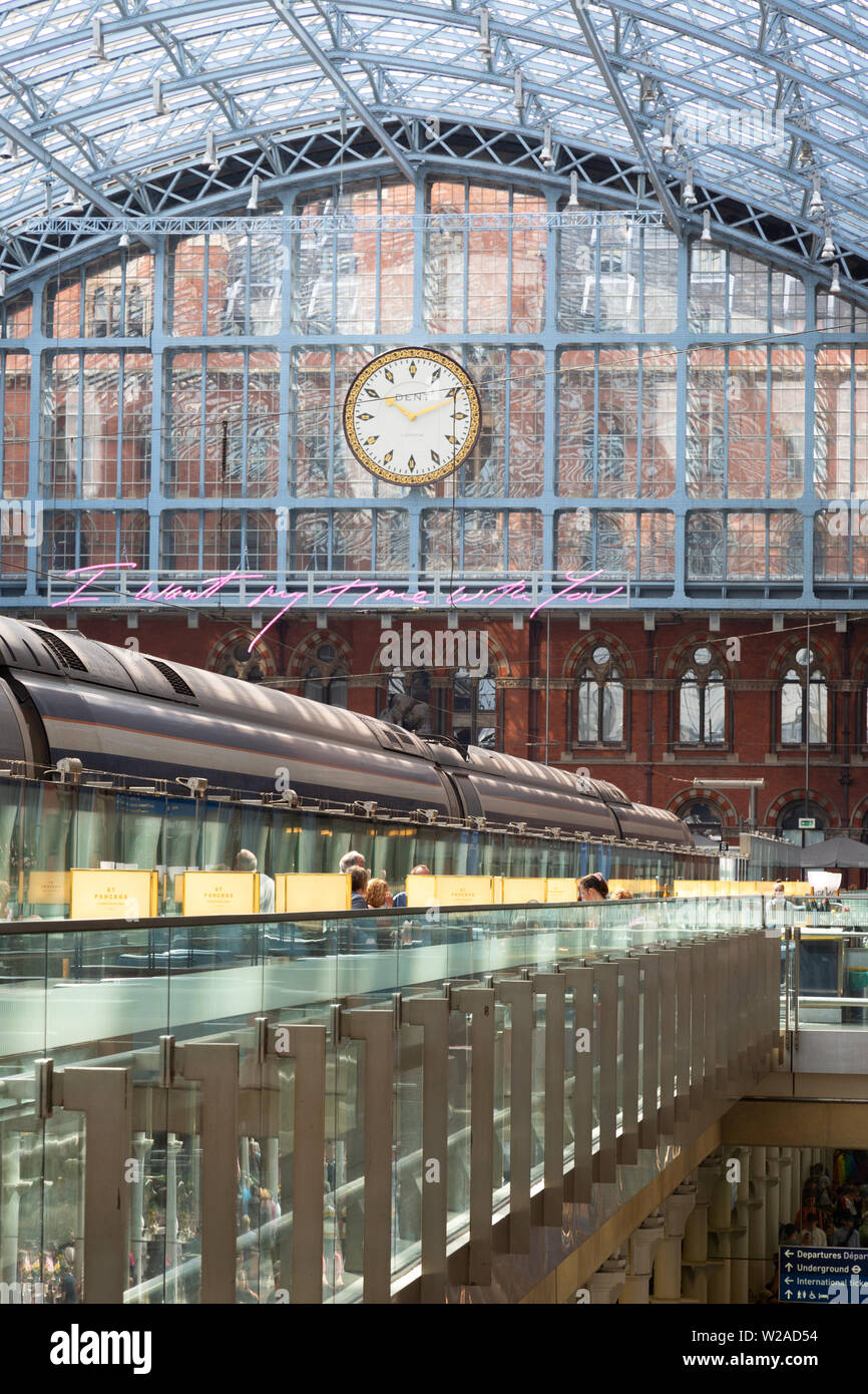 St Pancras train station - Passengers in the forecourt in the interior of St Pancras International railway  station, London UK - Stock Image