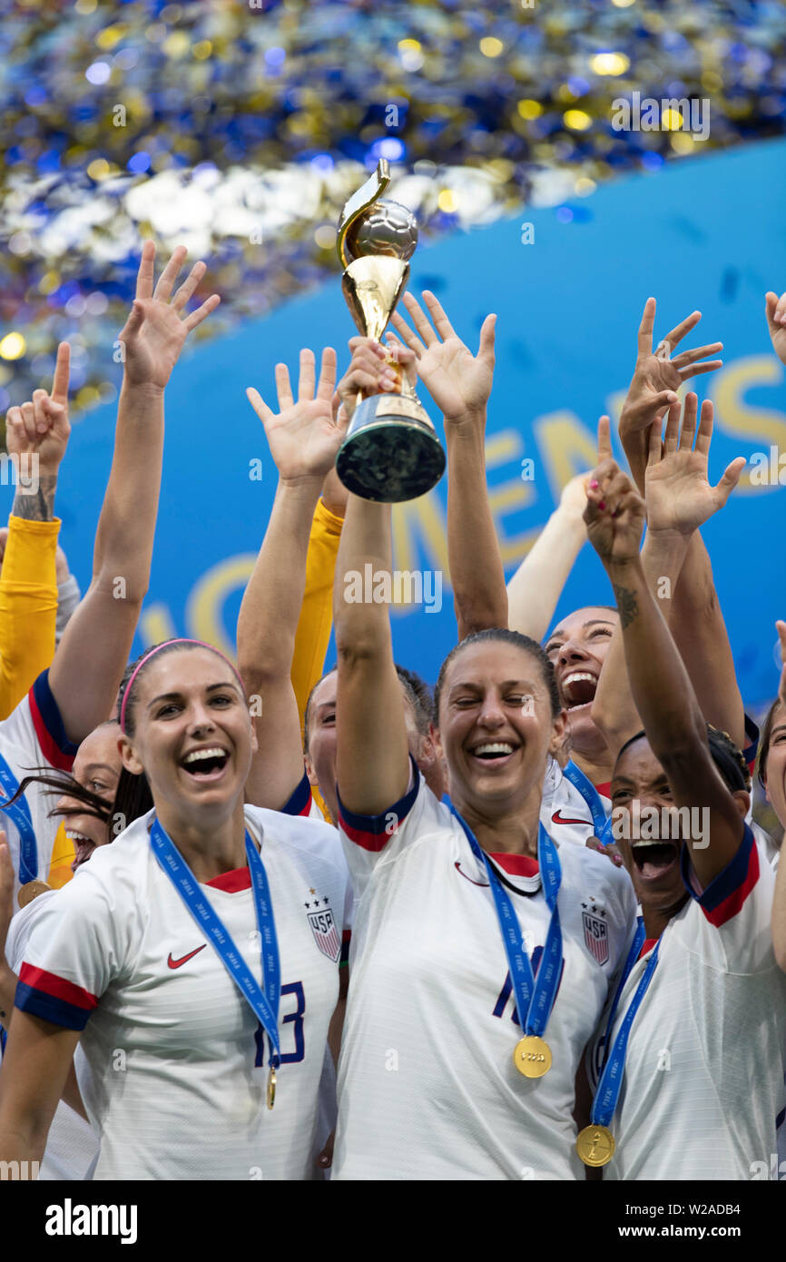Lyon, France. 07th July, 2019. Carli Lloyd, Alex Morgan Crystal Dunn and United States sealing commemorates after the United States won the 2019 FIFA Women's WoCup Cup Final against the Netherlands at the Lyon Stadium in Lyon, France. Credit: Foto Arena LTDA/Alamy Live News - Stock Image
