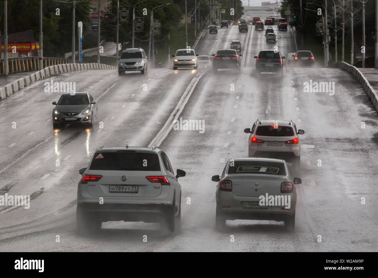 TULA, RUSSIA - JULY 6, 2019: Cars on summer hilly road moving after rain. - Stock Image