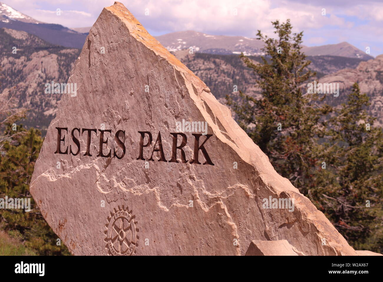 The stone Estes Park sign on the road leading to Estes Park, CO. - Stock Image