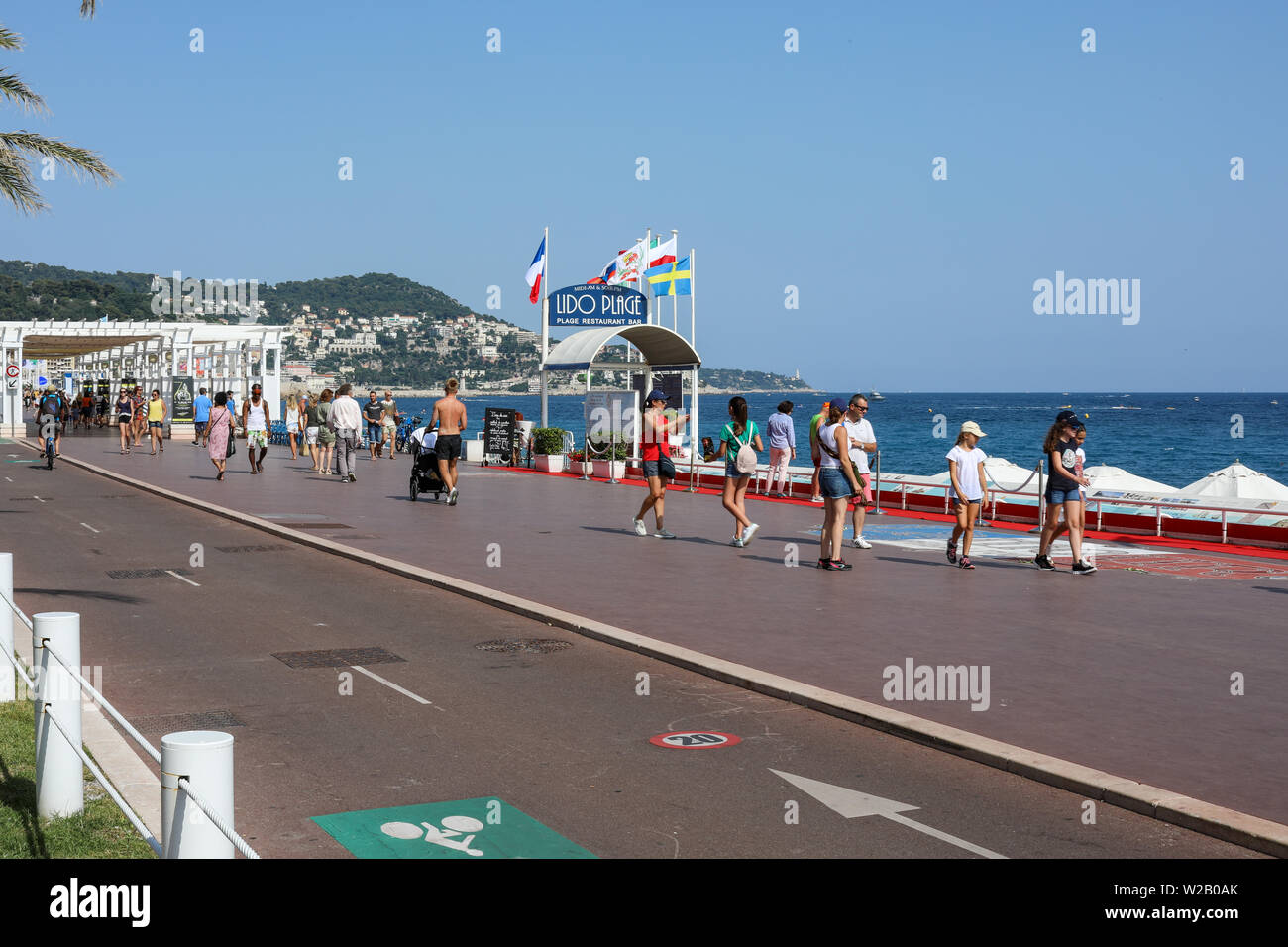 Incidental people on Promenades des Anglais beach boulevard in Nice, France - Stock Image