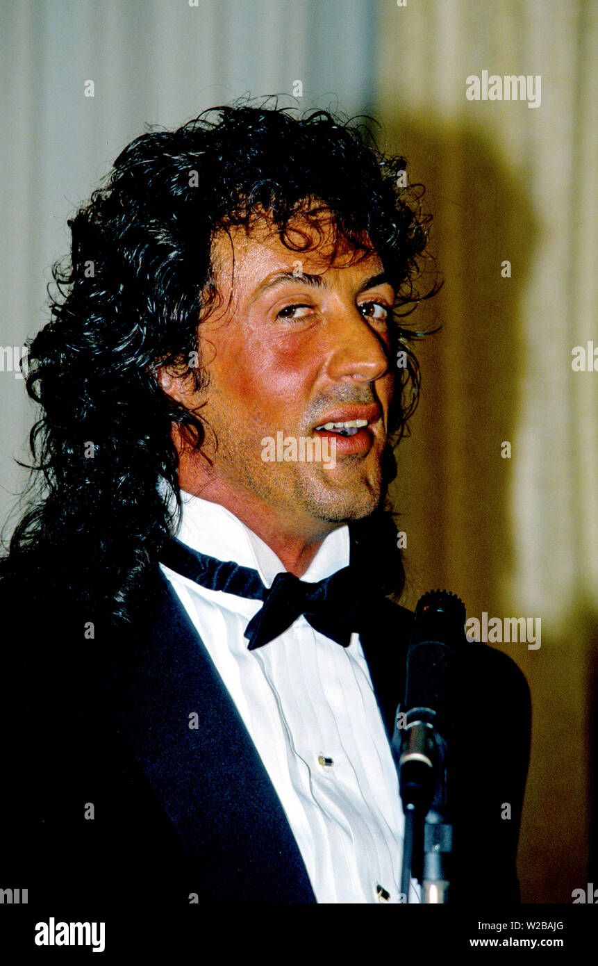 American actor, director, screenwriter, and producer Sylvester Stallone makes remarks after accepting the President's Council on Physical Fitness award at the Washington, DC Touchdown Club dinner in Washington, DC on January 23, 1988. Credit: Arnie Sachs/CNP | usage worldwide - Stock Image