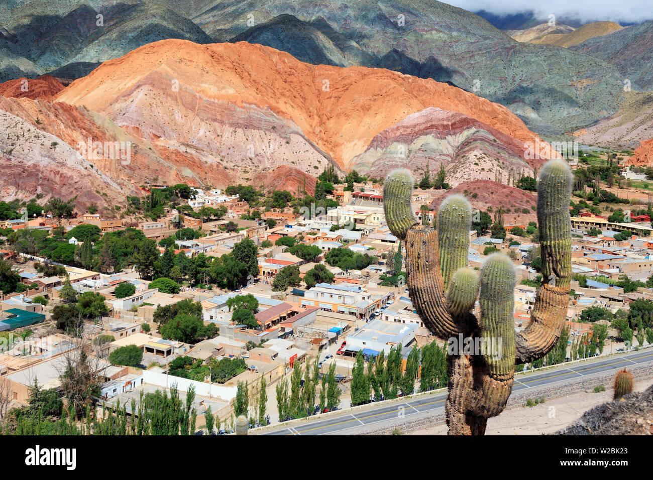 Argentina, Salta, Quebrada de Purmamarca (UNESCO Site), Town and Cerro de los Siete Colores Mountain - Stock Image