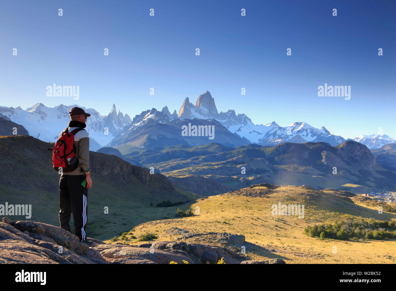 Argentina, Patagonia, El Chalten, Los Glaciares National Park, viewpoint along hiking trail inside the park with Cerro Torre and Cerro Fitzroy peaks (MR) - Stock Image