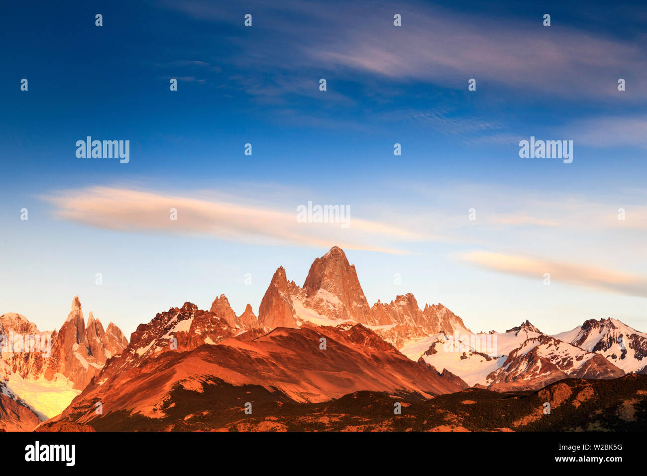 Argentina, Patagonia, El Chalten, Los Glaciares National Park, Cerro Torre and Cerro Fitzroy Peaks at the first light of dawn - Stock Image