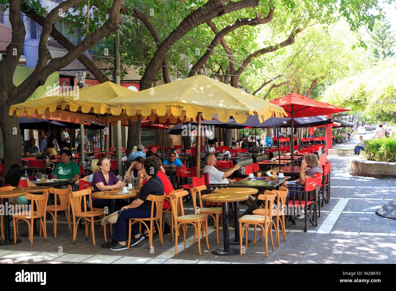 Argentina, Mendoza, Outdoor Cafes on the pedestrian Calle Sarmiento - Stock Image