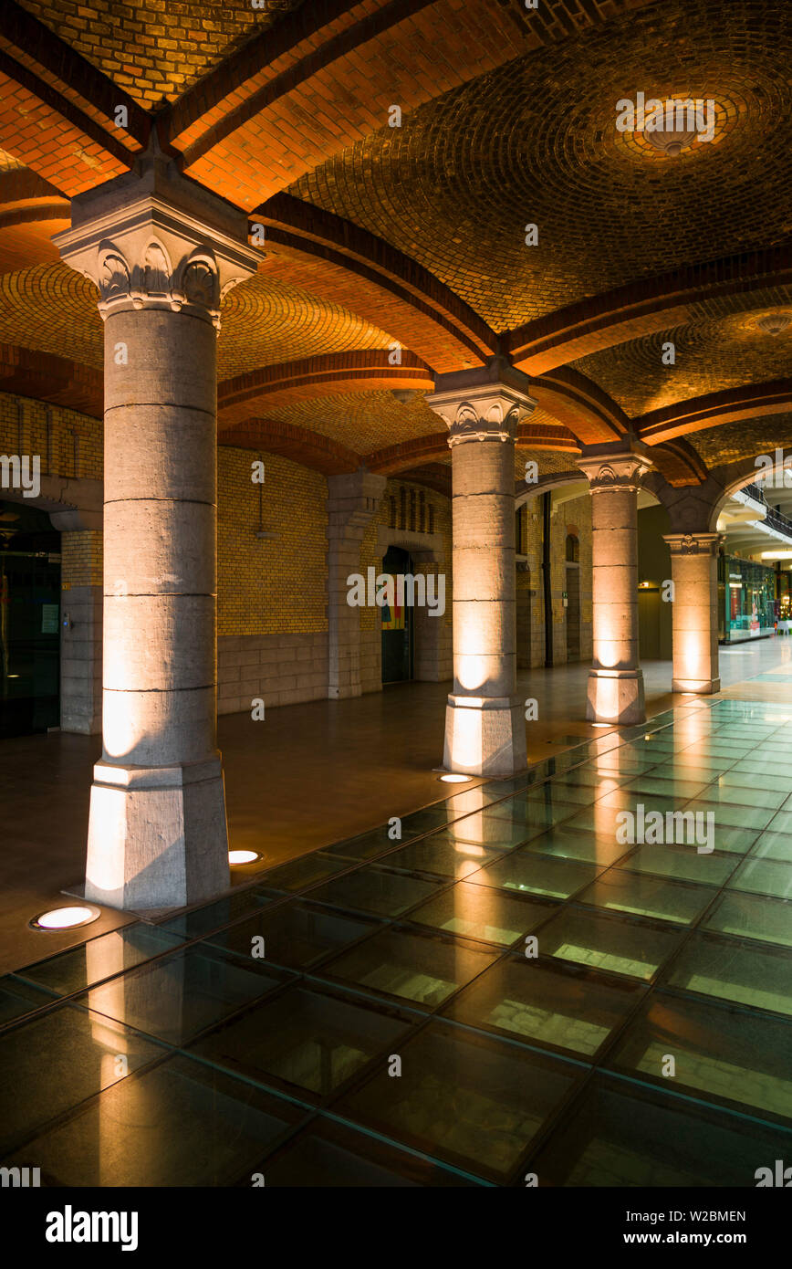Belgium, Brussels, Molenbeek, Canal District, Tour and Taxis buidling, renovated former warehouses, interior - Stock Image