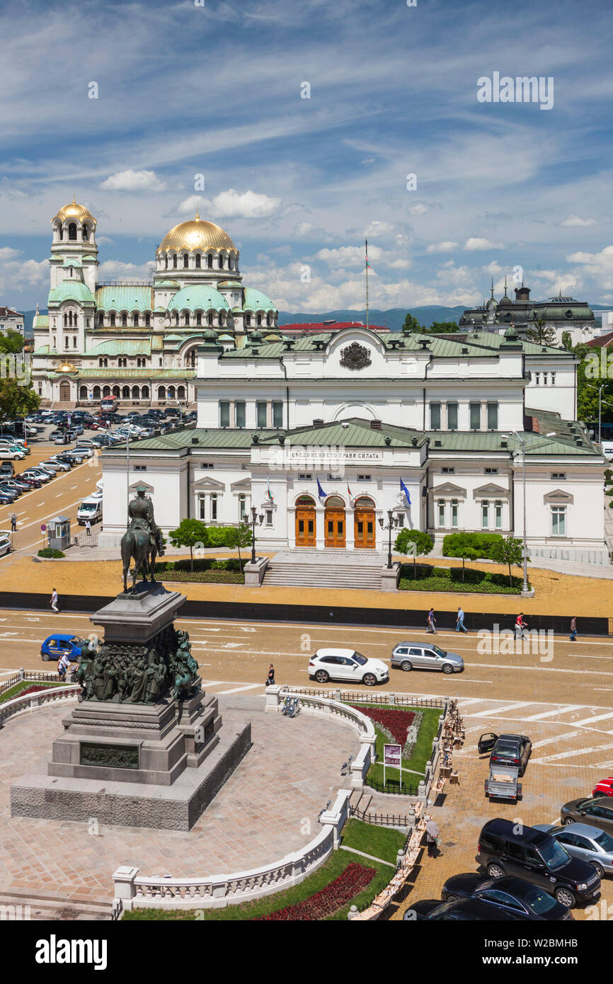 Bulgaria, Sofia, Ploshtad Narodno Sabranie Square, Statue of Russian Tsar Alexander II, National Assembly building, and Alexander Nevski Cathedral, elevated view - Stock Image