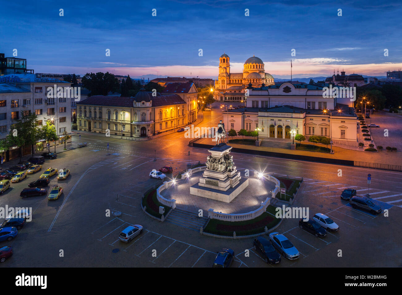 Bulgaria, Sofia, Ploshtad Narodno Sabranie Square, Statue of Russian Tsar Alexander II, National Assembly building, and Alexander Nevski Cathedral, elevated view, dawn - Stock Image
