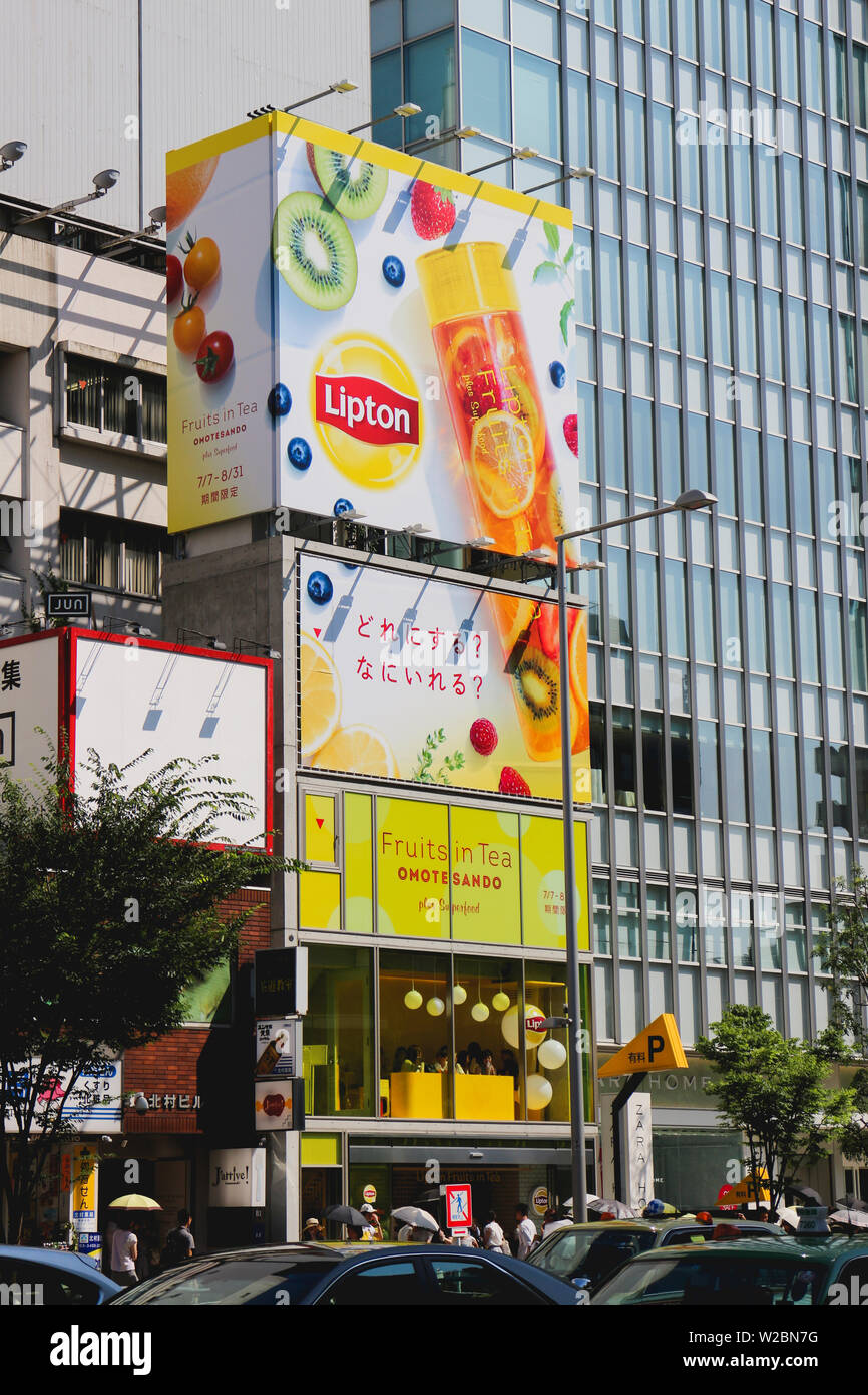 Lipton soft opening stores in the busy streets of Toyko - Stock Image