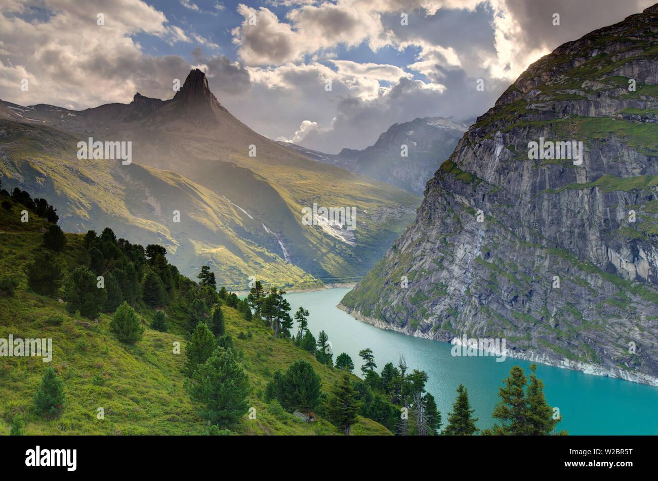 Switzerland, Graubunden, Vals, Zervreilasee Reservoir and Zervreilahorn Peak Stock Photo