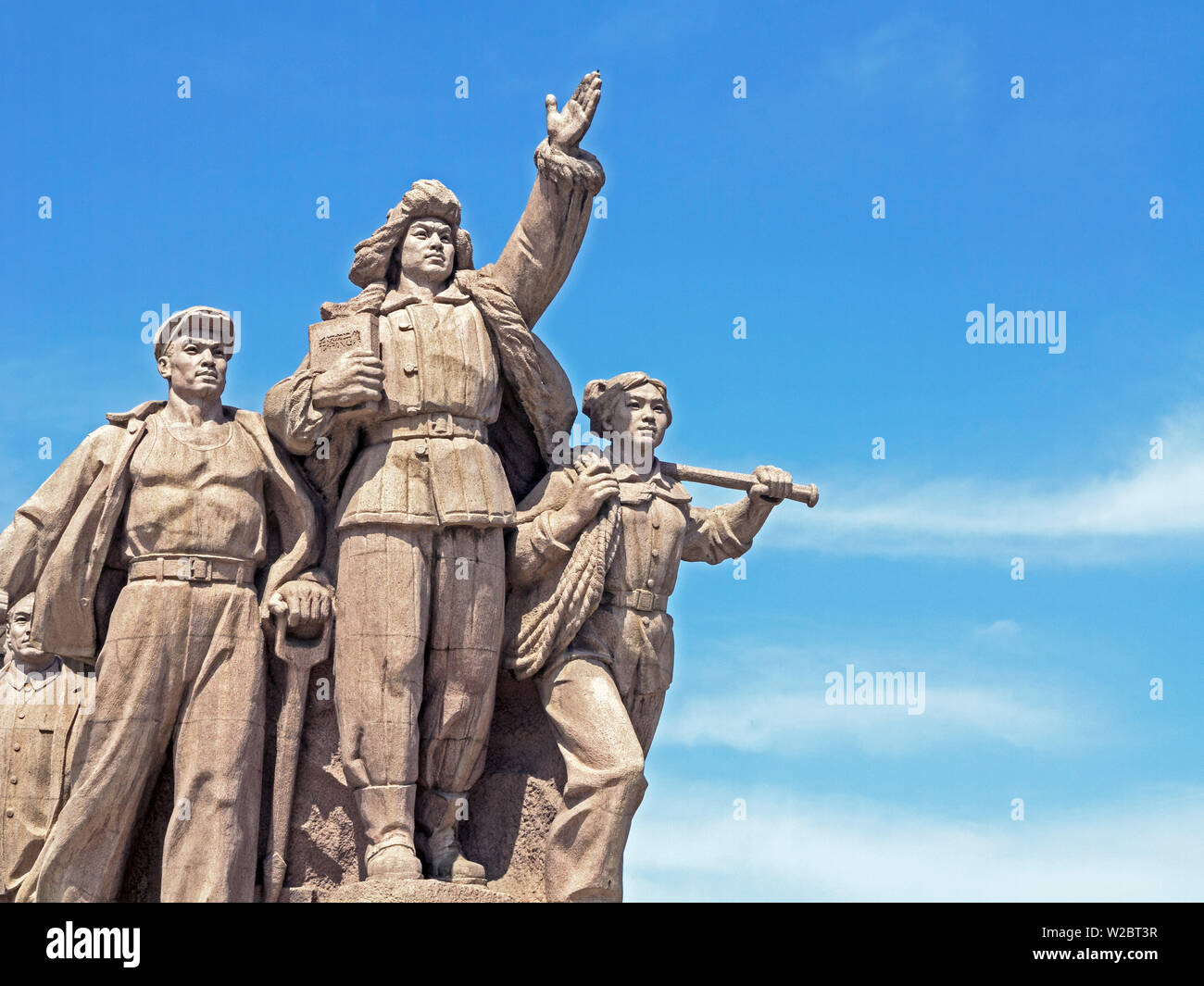 China, Beijing, Statue of marching Chinese army soldiers in front of Chairman Mao Memorial Hall / Mausoleum, Tiananmen Square - Stock Image