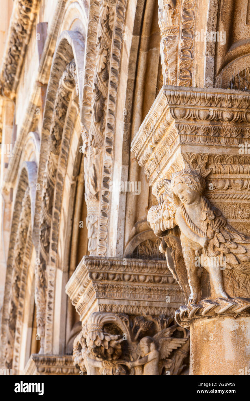 Ornately Carved Collumns of the Rector's Palace, Stari Grad (Old Town), Dubrovnik, Dalmatia, Croatia - Stock Image