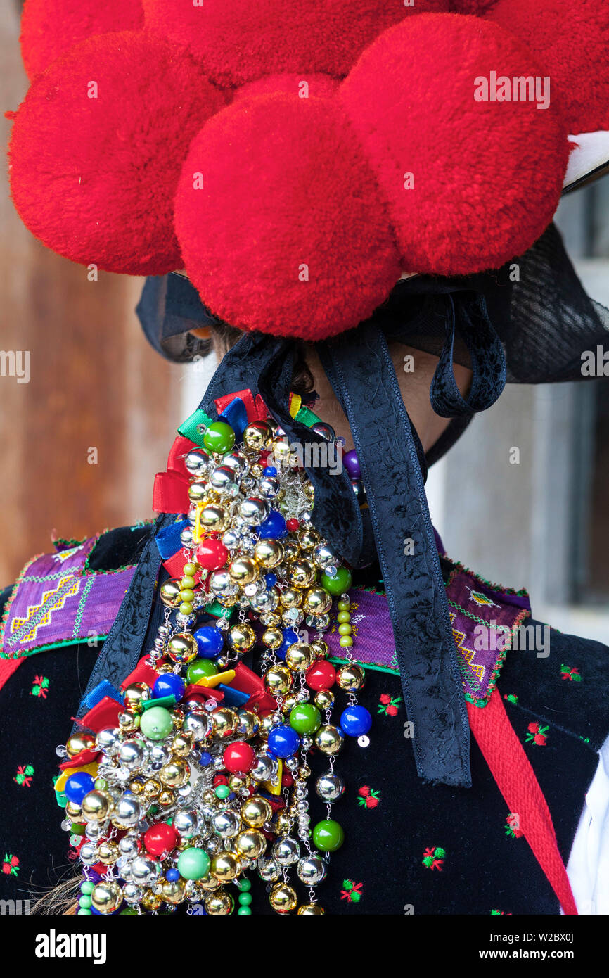 Ornate Headress of young women in tradtional Protestant folk costume, Black Forest Open Air Museum Vogtsbauernhof, Gutach, Black Forest, Baden-Wurttemberg, Germany - Stock Image