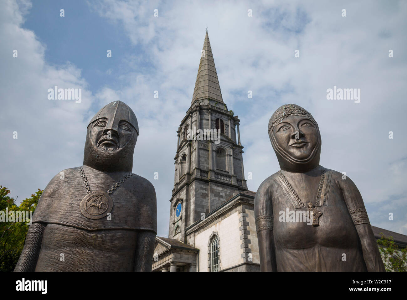 Ireland, County Waterford, Waterford City, statues of Lord Strongbow and wife Aiofe, Norman Invader and leader of Ireland, 12th century, at Christ Church Cathedral Stock Photo