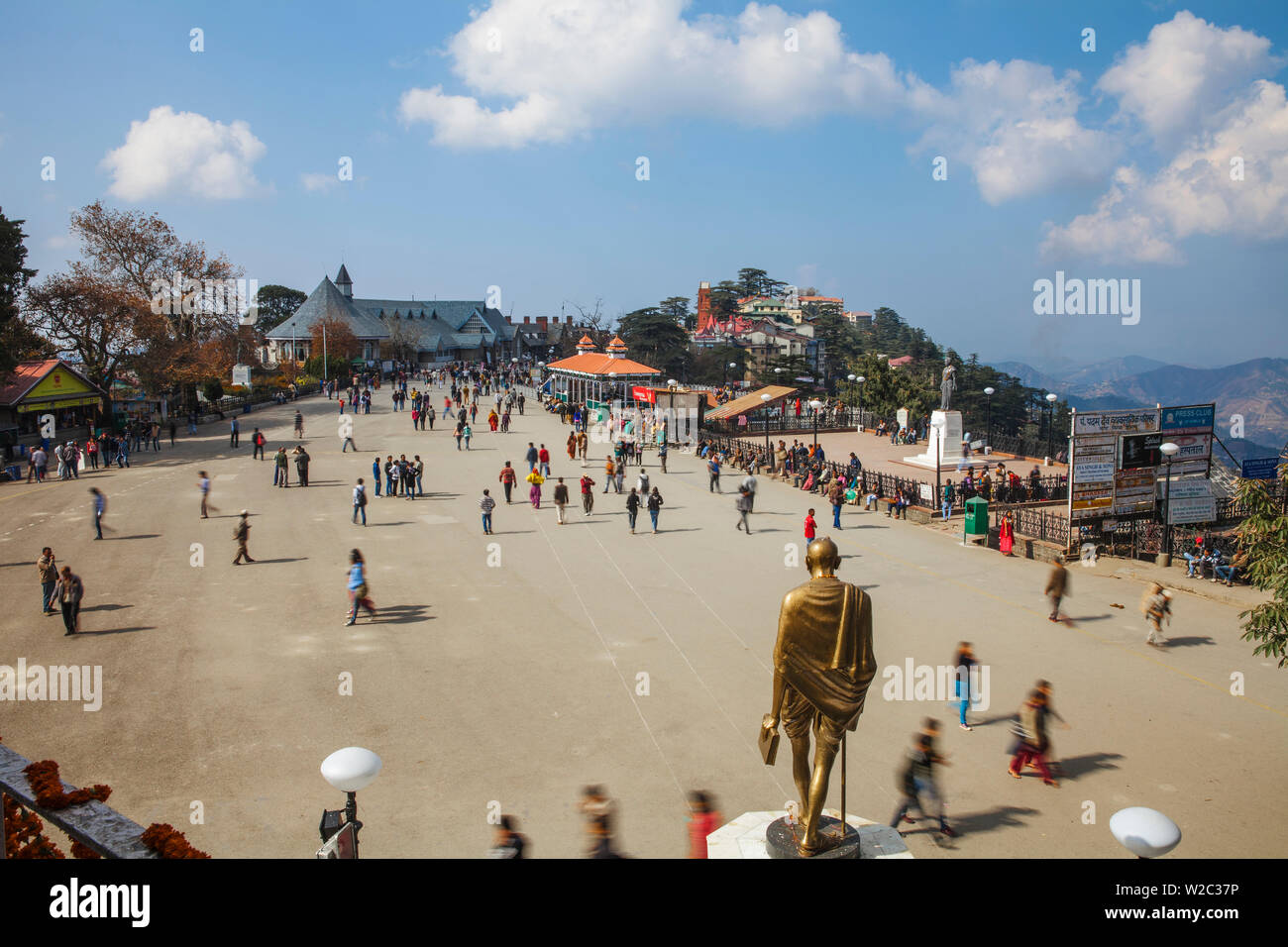 India, Himachal Pradesh, Shimla,  The Ridge, Gold Statue of  Mahatma Gandhi - Stock Image