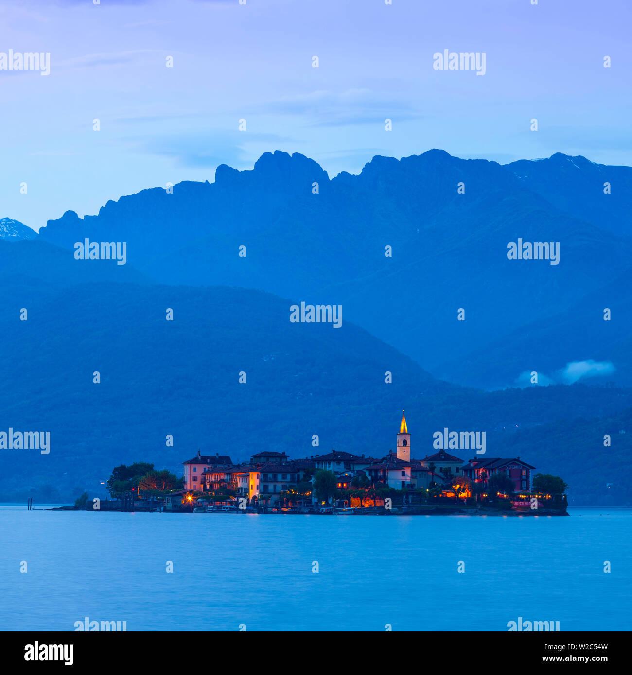 Isola dei Pescatori  (Fishermen's Islands) illuminated at dusk, Borromean Islands, Lake Maggiore, Piedmont, Italy - Stock Image