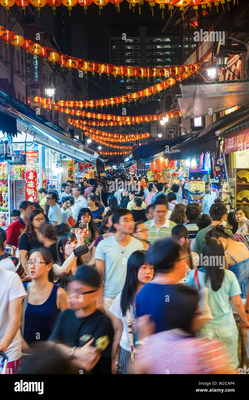 Busy shopping street, Chinatown, Singapore - Stock Image