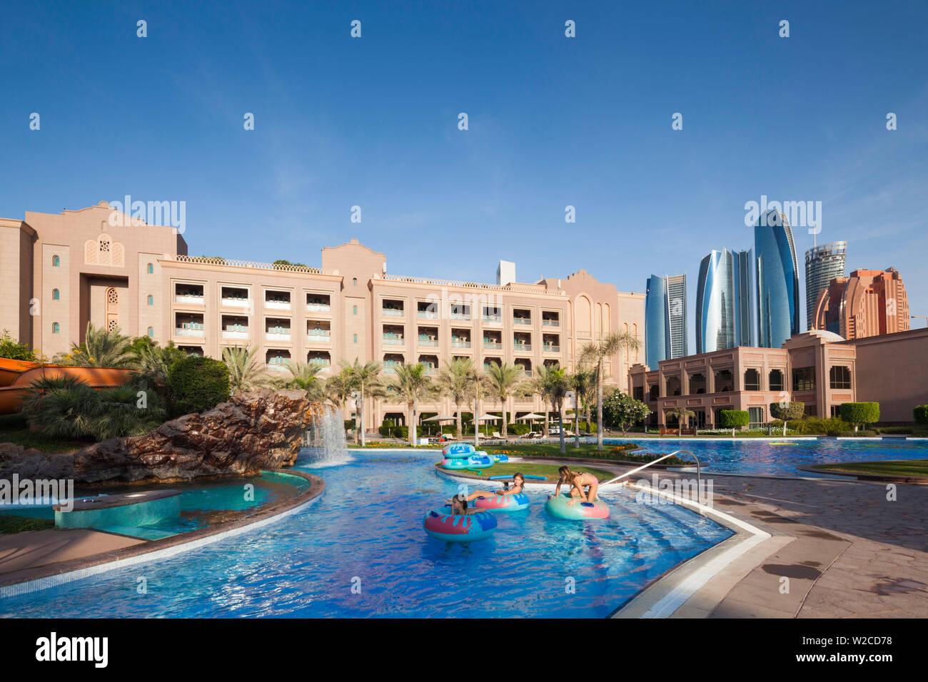 UAE, Abu Dhabi, Emirates Palace Hotel, swimming pool and Etihad Towers - Stock Image