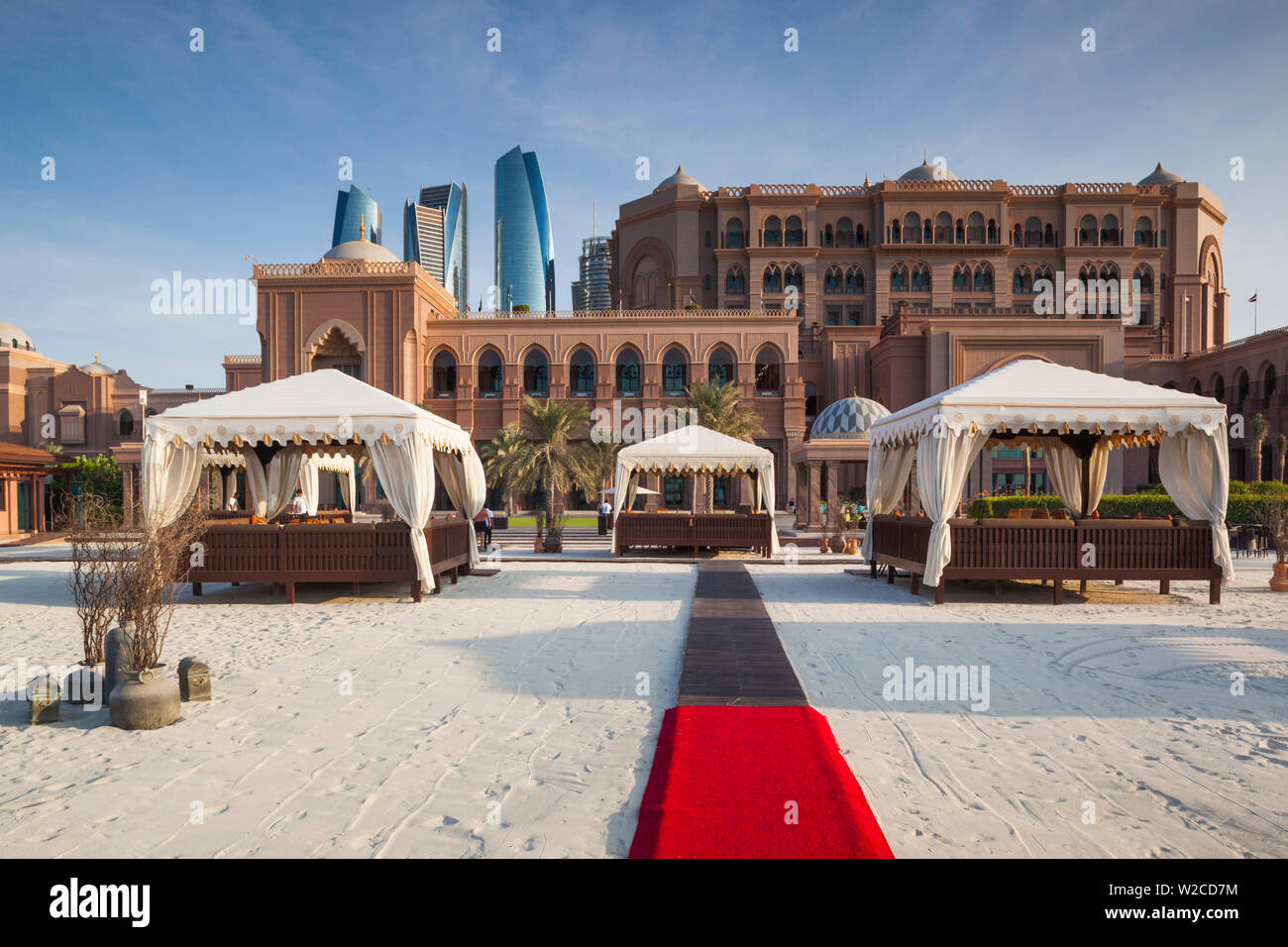 UAE, Abu Dhabi, Emirates Palace Hotel and Etihad Towers - Stock Image