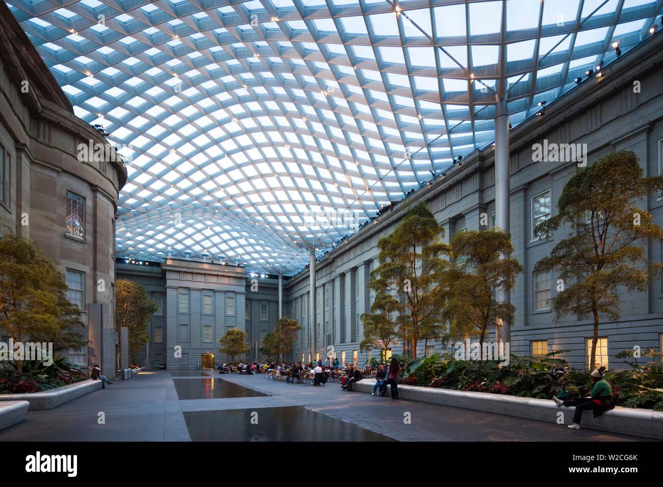 USA, Washington DC, Kogod Courtyard at the National Portrait Gallery Stock Photo