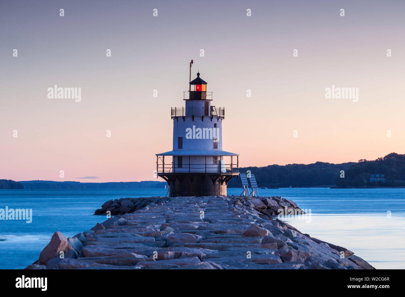 USA, Maine, Portland, Spring Point Ledge Lighthouse, dawn - Stock Image