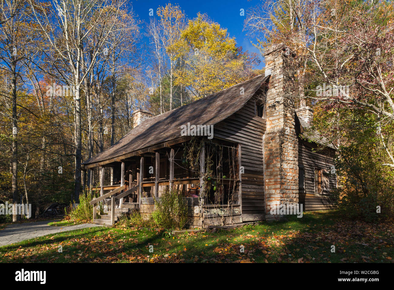 USA, North Carolina, Pisgah Forest, Cradle of Forestry National Historic Site, site of the first forestry conservation school in the US, founded by Dr. Carl Schenck in 1898 as the Biltmore Forest School, school campus building, autumn - Stock Image