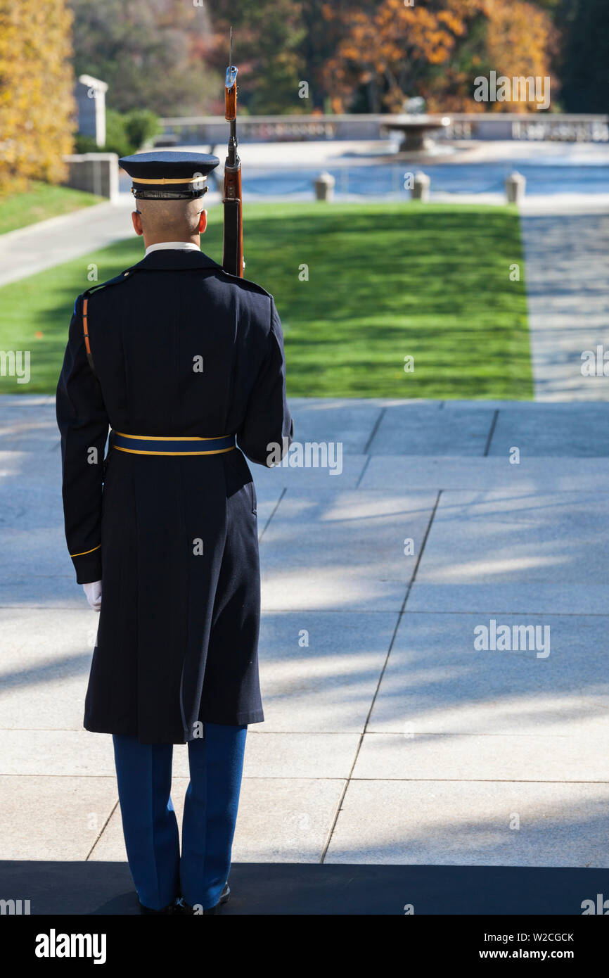 USA, Virginia, Arlington, Arlington National Cemetery, Tomb of the Unknowns, soldier-sentry - Stock Image