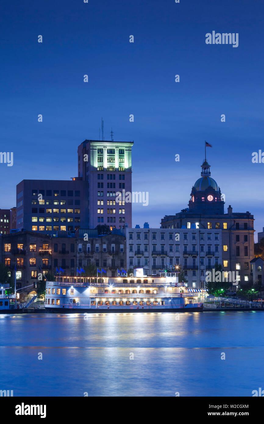 USA, Georgia, Savannah, skyline along the Savannah River - Stock Image