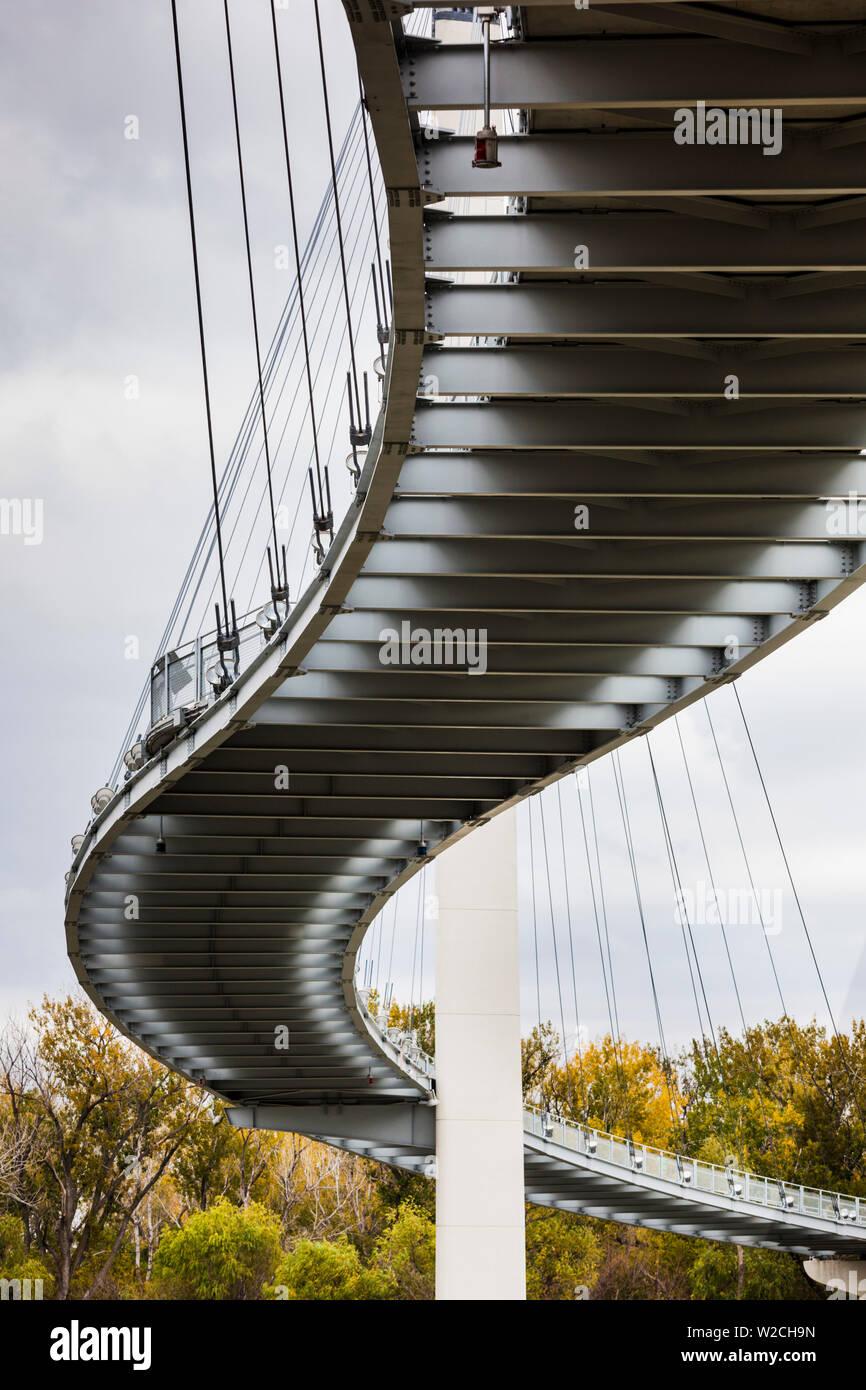 USA, Nebraska, Omaha, Bob Kerrey Pedestrian Bridge across the Missouri River Stock Photo