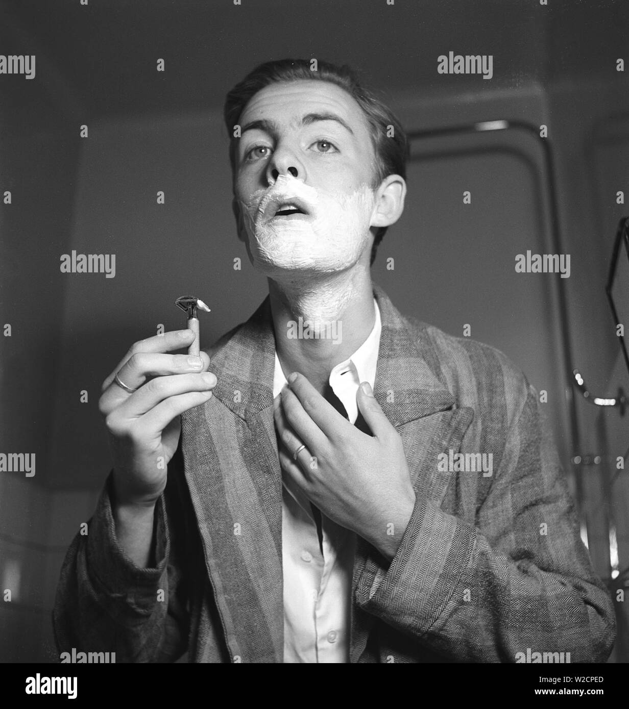 Getting a shave in the 1940s. A young man is shaving. Sweden 1940 Kristoffersson ref 157-5 Stock Photo