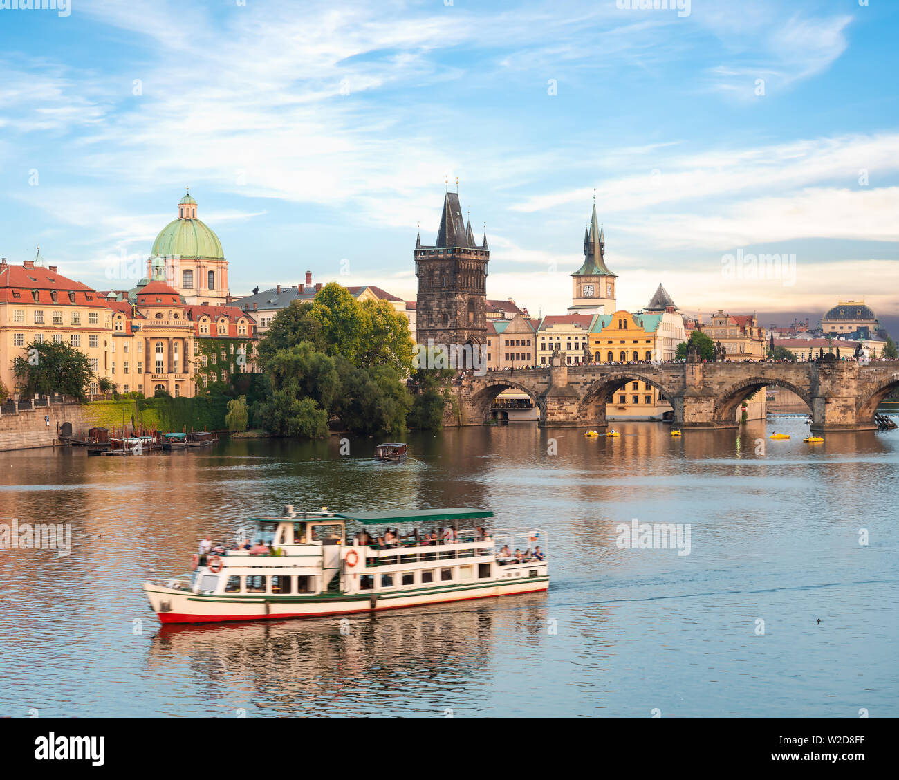 Touristic boat near the Charles bridge in Prague - Stock Image