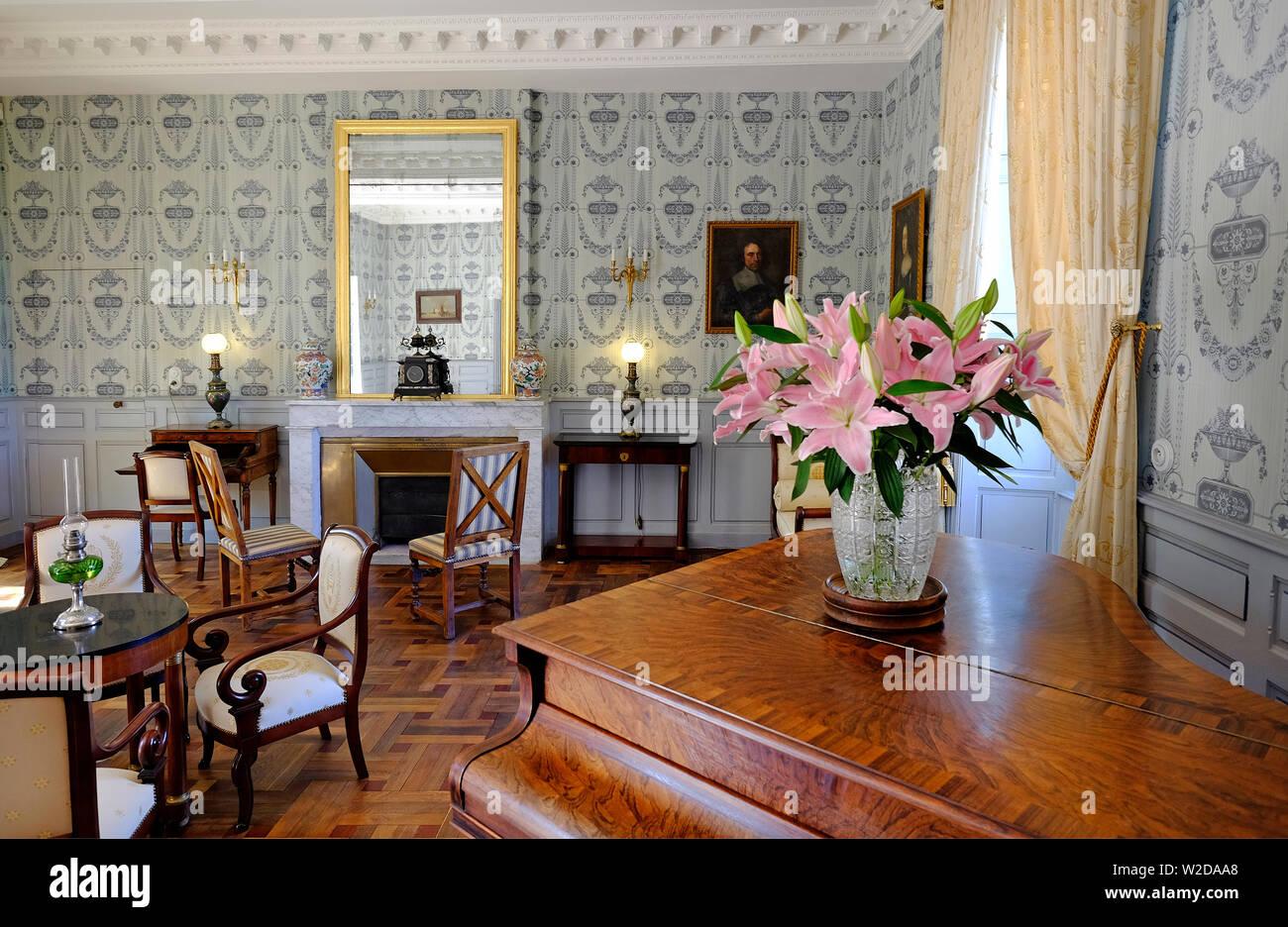 chateau marqueyssac drawing room interior dordogne france W2DAA8