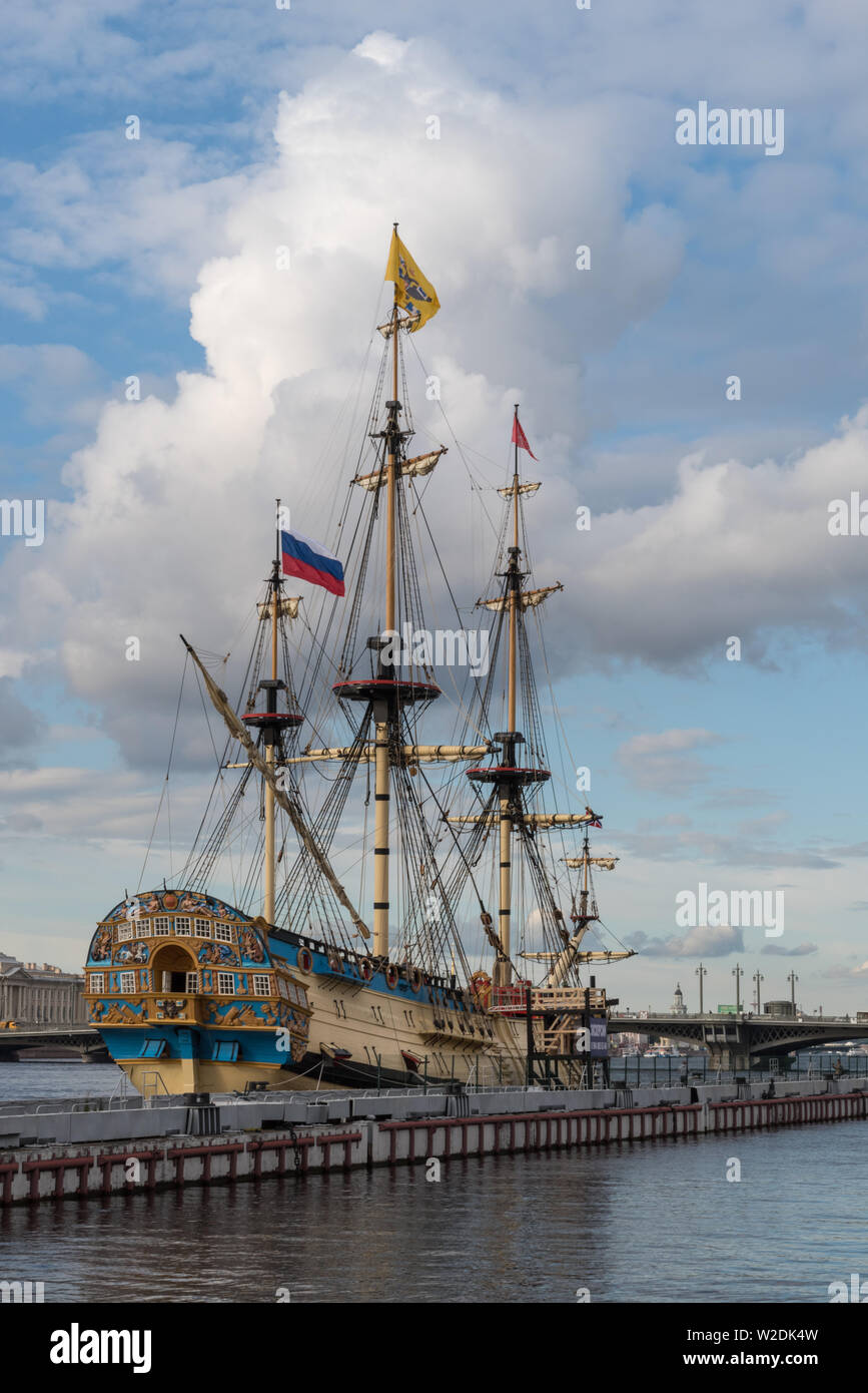"Snkt-Peterbrug, Russia - July 6, 2019: Sail Ship ""Poltava"" on English embankment of Neva river. Sankt-Peterburg, Russia - ""Poltava"" it is historical r Stock Photo"
