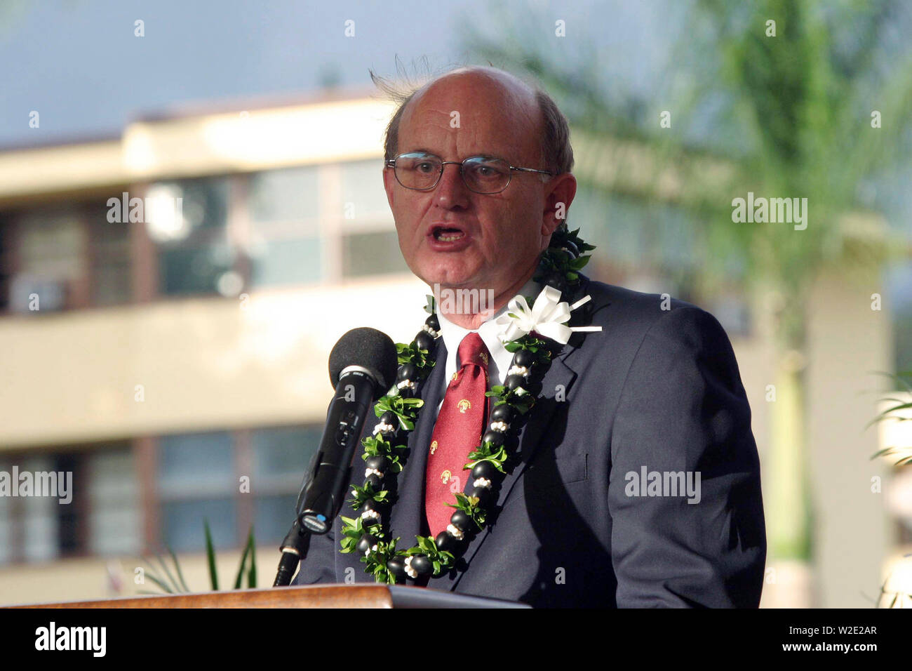 U.S. Marine Corps (Retired) Col. William J. Davis, head of the General Douglas MacArthur Foundation, gives a speech during the dedication ceremony of the newly built Nimitz-MacArthur Pacific Command Center (NMPCC) at Camp H. M. Smith, Hawaii, Apr. 14, 2004. Stock Photo