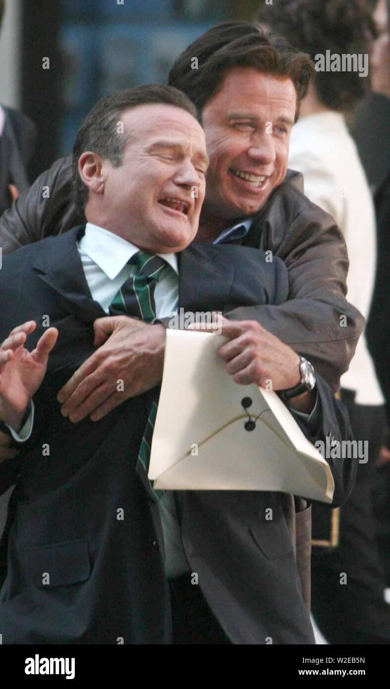 John Travolta And Robin Williams Filming On The Movie Set Of Old Dog 2007 Photo By John Barrett Photolink Net Stock Photo Alamy
