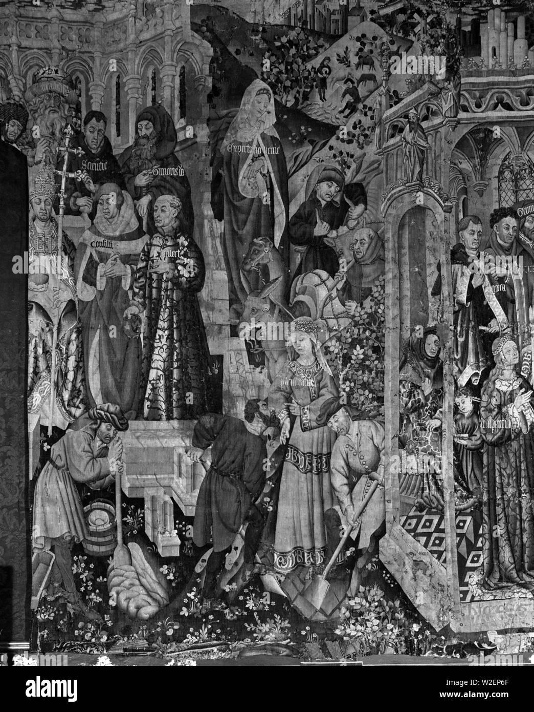 TAPIZ DE LAS POTESTADES O DE LA BUENA VIDA - SIGLO XV - FOTOGRAFIA EN BLANCO Y NEGRO - AÑOS 60. Author: TALLERES DE ARRAS. Location: CATEDRAL-MUSEO DIOCESANO. TARRAGONA. SPAIN. - Stock Image