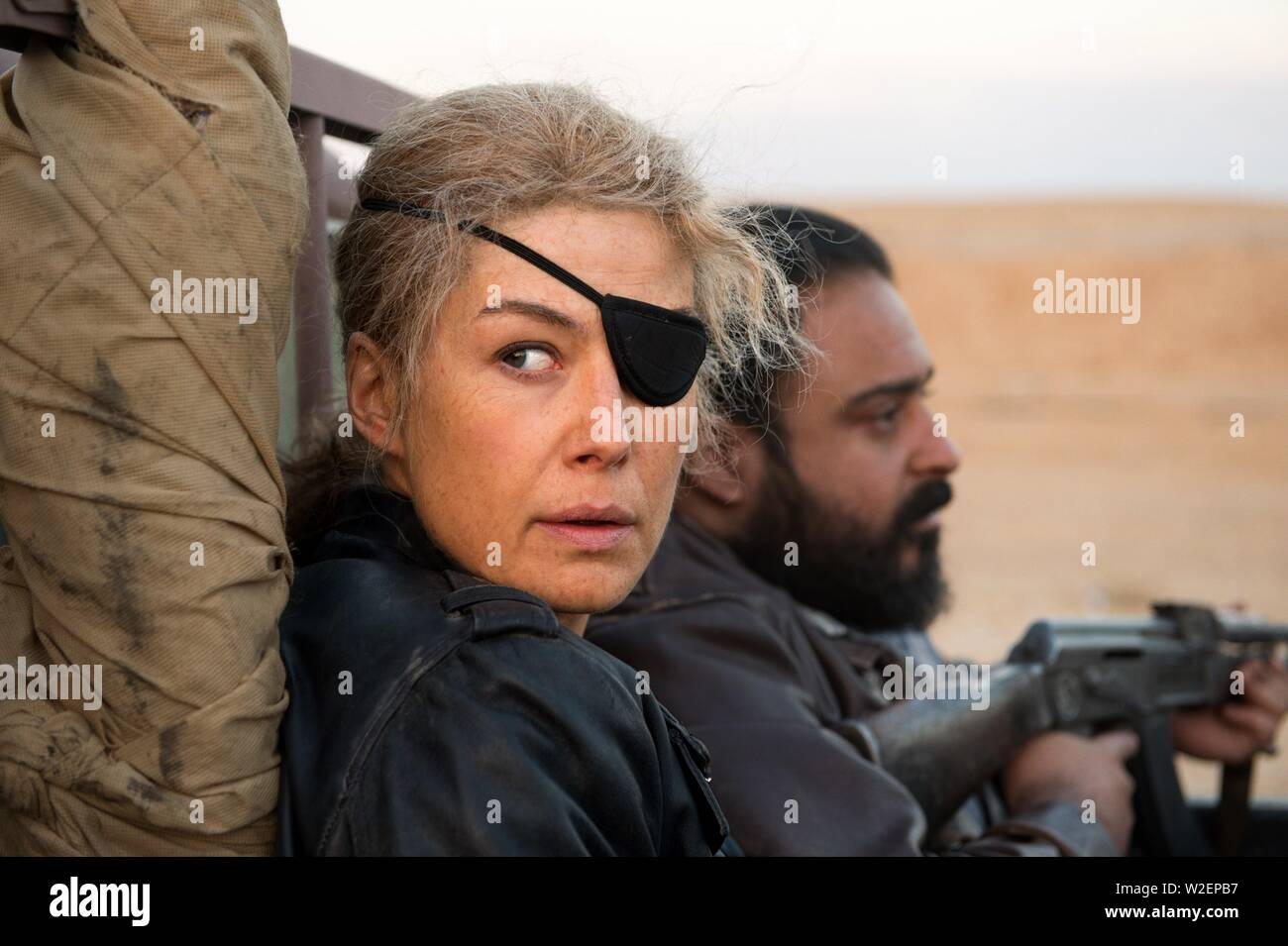 ROSAMUND PIKE in A PRIVATE WAT (2018). Credit: Aviron Pictures / Acacia Filmed Entertainment / Denver and D / Album - Stock Image